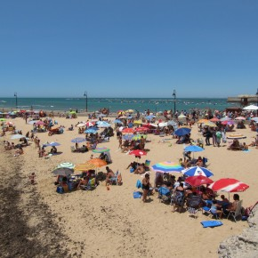 Cadiz: Of Sun, Sand, Sea...Old People and Kids