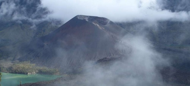 "Foto Friday: Summiting the ""Baby"" Volcano of Gunung Rinjani"